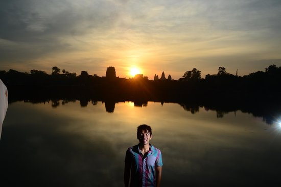 Siem Reap Bat Hotel : sunrise over angkor wat