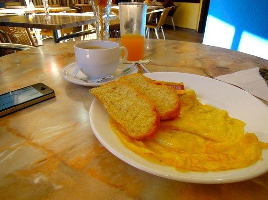 Sercotel Hotel Caribbean: Free Breakfast