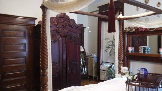 BEALL MANSION An Elegant Bed & Breakfast Inn: Relaxing