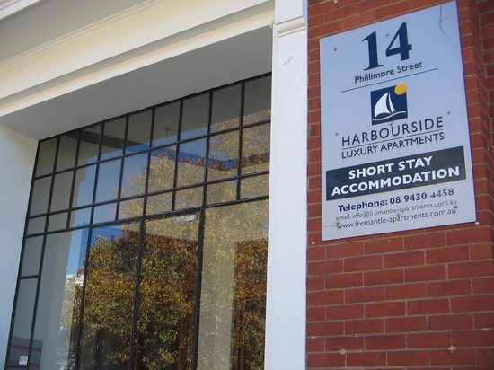 Harbourside Luxury Apartments Fremantle: front entrance