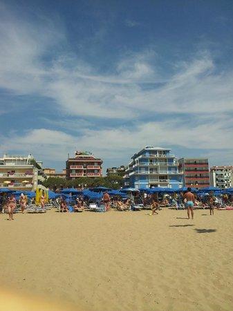 Hotel Kennedy : Пляж отеля