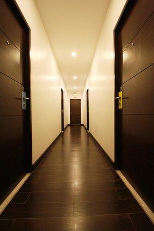 Chaba Place: Corridor