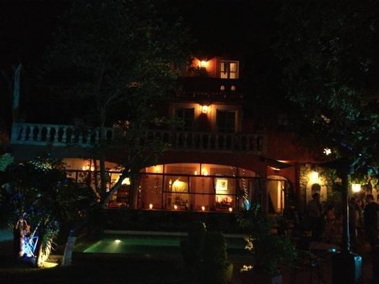 Coqueta Hotel Boutique: villa rivera de noche