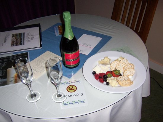 The Inn at Glenora Wine Cellars: Champagne & Cheese plate included with our room package