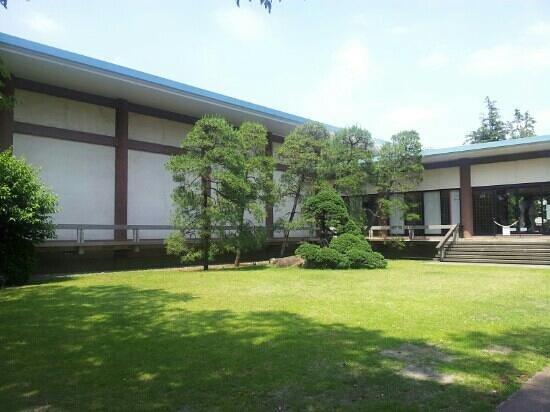 The Gotoh Museum: 庭園から眺めた美術館
