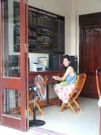 Nhi Trung Hotel: free internet at ground floor.