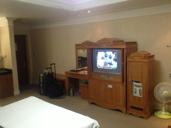 Empire Tourist Hotel: 部屋のテレビはまだ液晶になってなかった(2013年5月)