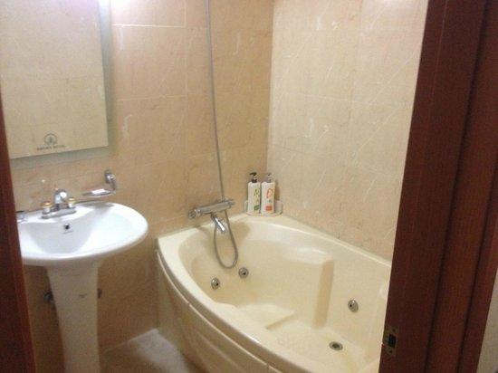 Empire Tourist Hotel: 風呂のジャグジーは作動せず
