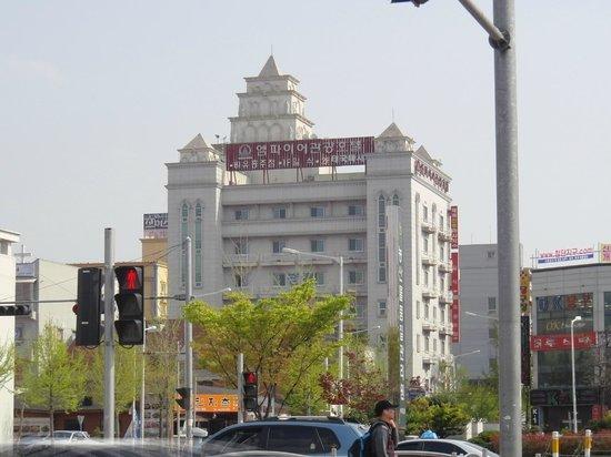 Empire Tourist Hotel: 外見は立派