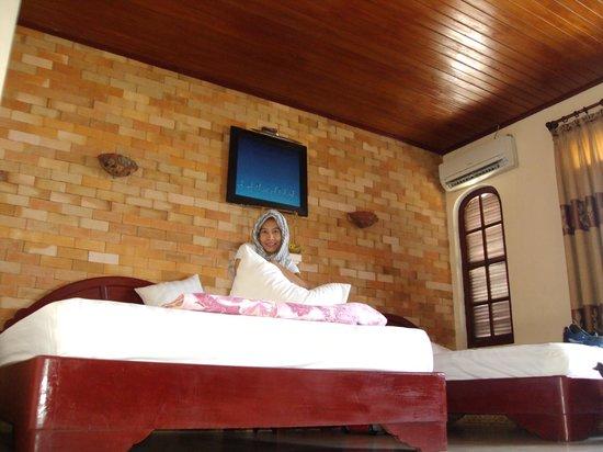 Nhi Trung Hotel: Room 302(Big room)
