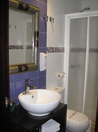 La Flor de Al-Andalus: Bathroom