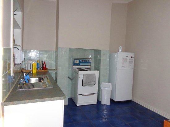 Jadan Cottages: Kitchen with full size fridge and oven
