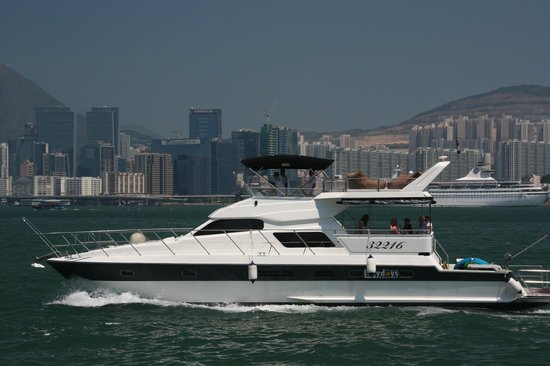 LazyDays - Cruise Hong Kong in Style: We arrange tours of Hong Kong's famous harbour - day and night