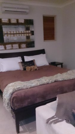 Eden House Retreat: Warm & comfortable king size bed