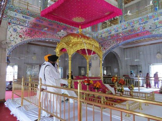 Gurudwara Chheharta Sahib: Inside