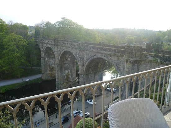 Gallon House Hotel: View of the viaduct from the balcony