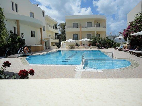 ياكنثوس هوتل: camere vista piscina