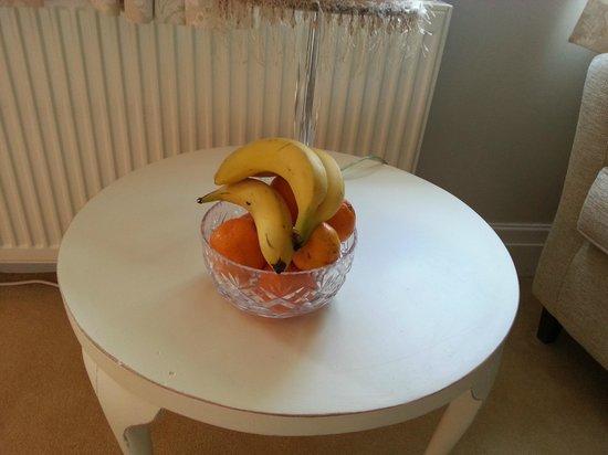 CaldersCroft: Fresh fruit (a real nice treat)