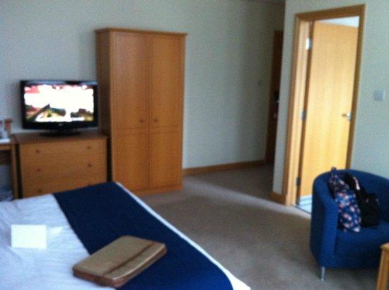 Village Hotel Manchester Cheadle: TV & wardrobe