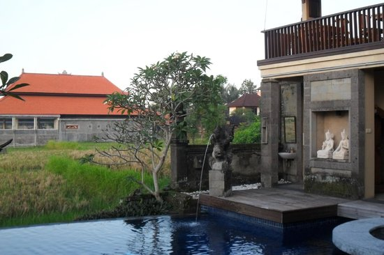 Biyukukung Suites and Spa: The cute pool and breakfast balcony
