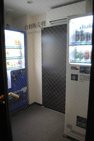 AB Hotel Okazaki : the ever important beer vending machine on our floor