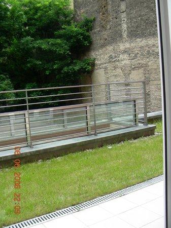 City Inn: Вид на балкон из номера