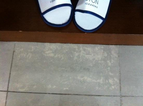 Aston Cengkareng City Hotel & CC: dirty floor