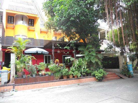 Oasis Inn Bangkok Hotel: Oasis Inn front