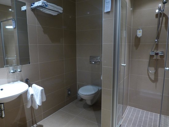 Hotel Residence Agnes: Bathroom with great powerful shower