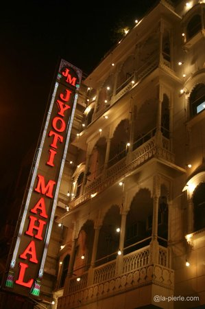 Jyoti Mahal Guest House: night