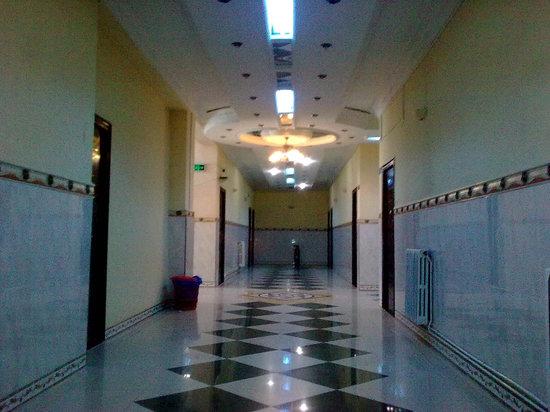 Le Privilege Hotel : grand couloire