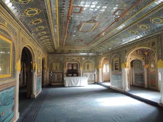 Samode Palace: le Durbar hall, salle de réception du rawal, l'ancien raja