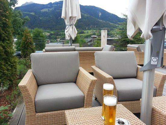 Hotel Schweizerhof Kitzbuehel, Sport- & Beautyhotel: Outdoor terrace