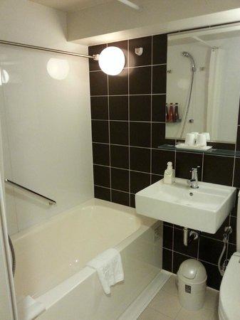 Tokyu Stay Nishishinjuku: バスルームはとても広い!