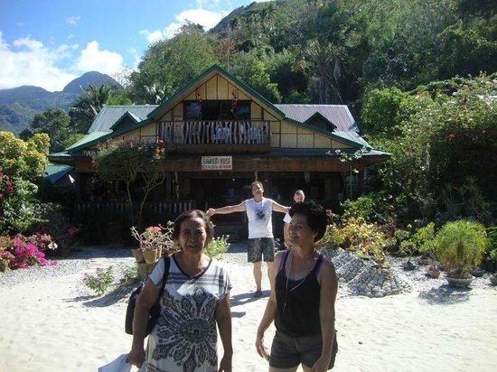 Bamboo House Beach Lodge & Restaurant: outside Bamboo House