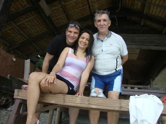 Bamboo House Beach Lodge & Restaurant: Nipa Hut in the beach are front of Bamboo House