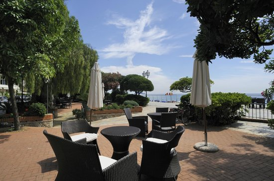 Dehor terrazza - Picture of Grand Hotel Mediterranee, Alassio ...
