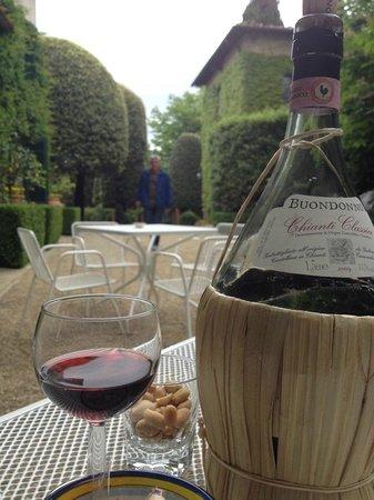 Villa Le Barone: Outdoor terass