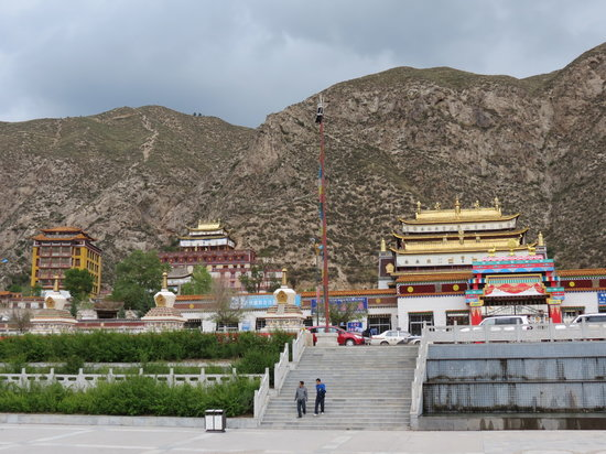 Beishan Mountain Forest Park of Huzhu : Tian Tong- 'Heaven City'. north on hwy. 302 from Langshidang entrance of Beishan