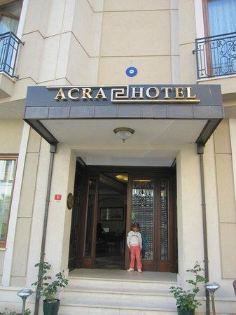 Acra Hotel: entrance