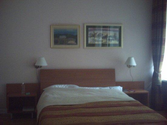 Grybas House Hotel: Double bed .  comfort itself