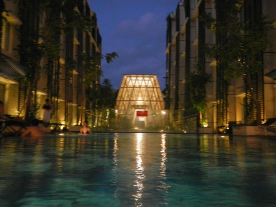 Ananta Legian Hotel: Pool Night View