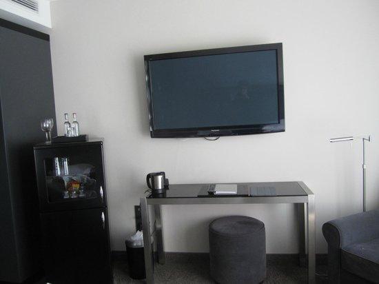 New Berlin: T/v, fridge, writing desk