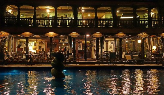 Dwarika's Hotel: nightview of pool and bar