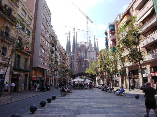 Apartaments Marina : View of Sagrada Familia from nearby street
