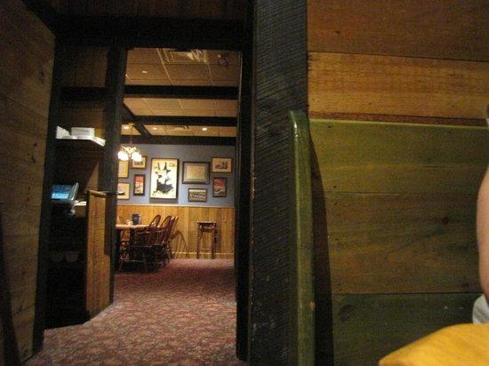 Hearth 'n Kettle Hyannis: Inside
