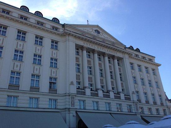 Esplanade Zagreb Hotel: Hotel from the Breakfast Terrace