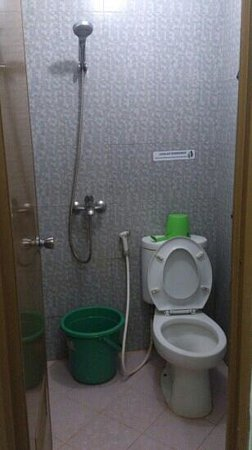 Hotel Paramitha: shower room that without hot water