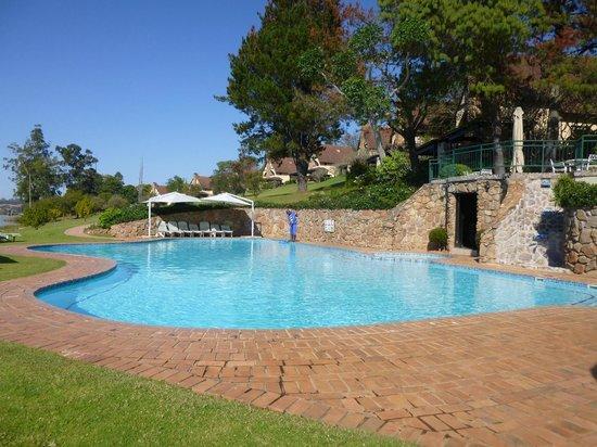 Pine Lake Resort: piscina
