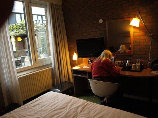 Mercure Hotel Zwolle: skrivebord i værelse